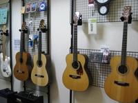 ギターを壁に掛ける