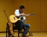 ソロギターを弾く生徒さん