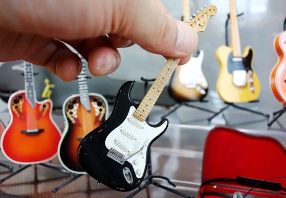 ミニチュアのエレキギター
