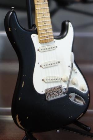 Miniature_guitar4