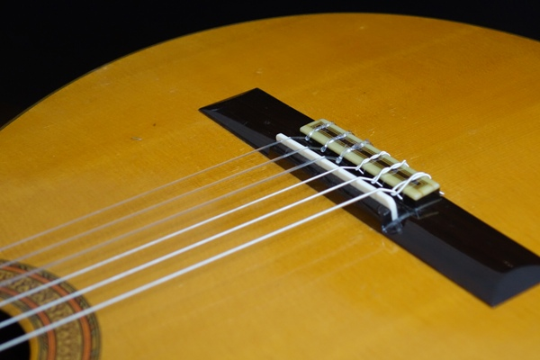 classical_guitar_repair03