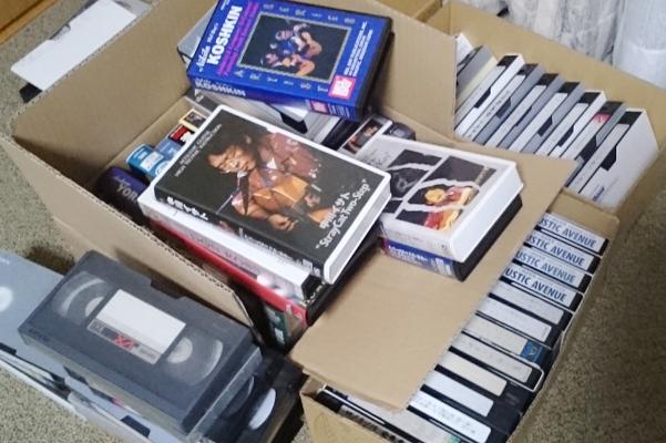 ビデオテープの山