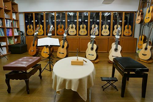 ギターショップ『カリス』店内