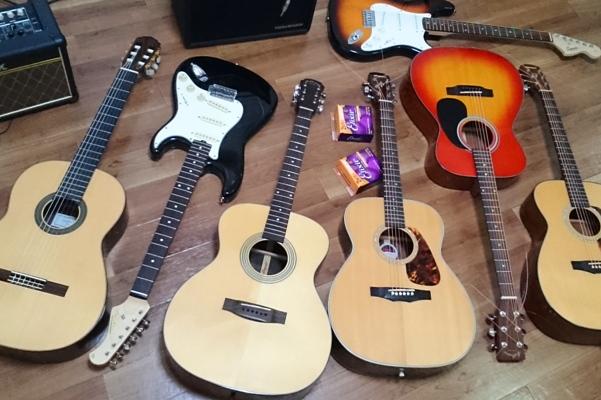 いろいろな種類のギター
