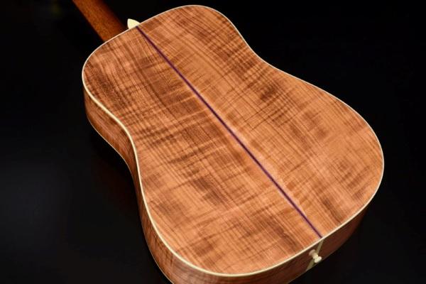 サクラでできたギター