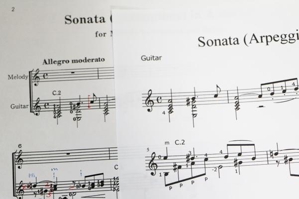 市販の譜面と、ソフトで作成したギターパート譜