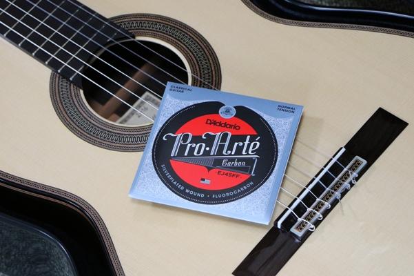 クラシックギターとEJ45FF弦