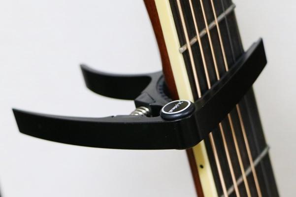 ギターにカポタスト