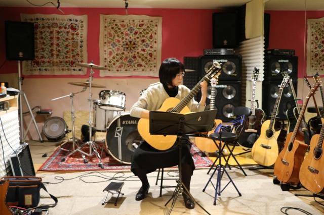 女性とクラッシックギター