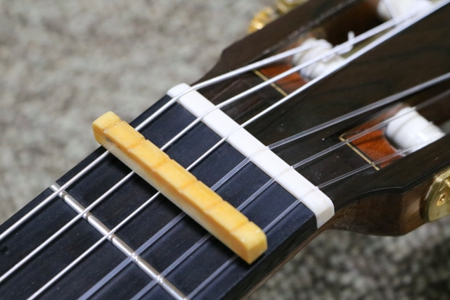 クラシックギター ナットの修理後