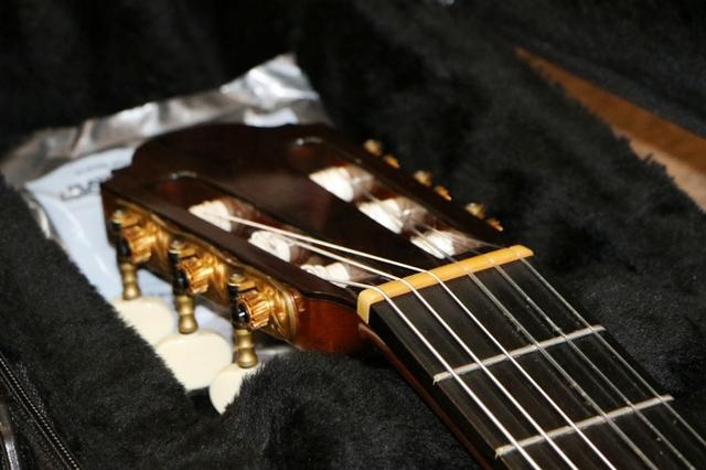 クラシックギター ナットの修理