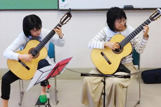 女性ギターデュオ