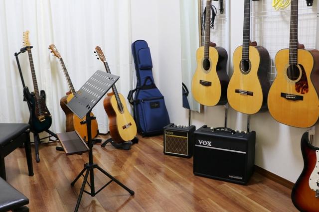 アズール・ギター教室 金山駅前教室3階307教室