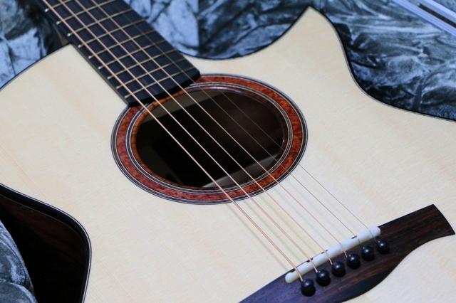 フィンガー向きのアコースティックギター