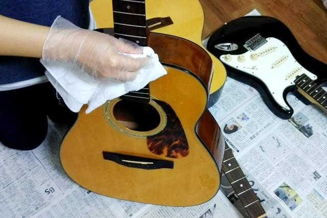ギターを掃除