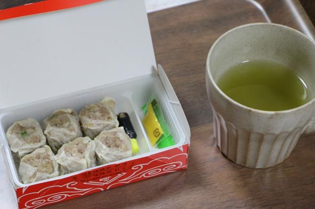 シウマイとお茶