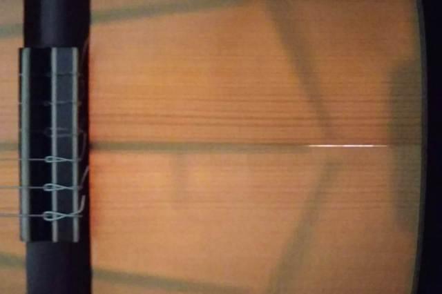 クラシックギター 表面板 割れ