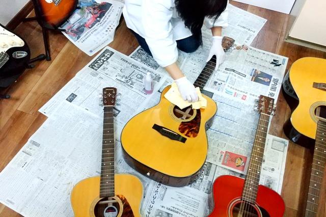 レッスン用ギターをキレイに